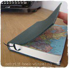 Handgemaakt notitieboekje met atlaskaarten van Ierland als schutbladen. Verkocht. Wil je een (ander) atlasboekje kopen? Mail info@schrijf-boek-winkel.nl
