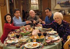 """""""Everybody Loves Raymond: No Fat"""" 1998 - As usual, the dysfunctional Barone clan (left to right: Patricia Heaton, Ray Romano, Peter Boyle, Brad Garrett and Doris Roberts) struggles to get through Thanksgiving dinner without too much damage."""