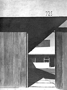 Entrada de la calle, Casa Sierra Vertientes 726, Lomas de Chapultepec, México DF, 1956 Arqs. Guillermo Rossell y Lorenzo Carrasco Street entrance to a house onSierra Vertientes, Lomas de Chapultepec, Mexico City 1956