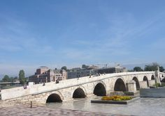 PRETTY. The historic stone bridge of Kameni Most spans the river Vardar and unites two city districts and also the Muslim world with that of the Christian Orthodox.