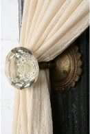 Good use for old door knobs. This would work in my house! I even have these kind of doorknobs. Sweeet!