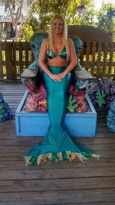 "Mermaid kylee wearing a green fabric no zipper and no monofin mermaids r us mermaid tail. Follow us on Instagram ""mertailor""."