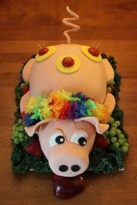 What a fun idea for a luau cake!-or for a hunger games party-just have the apple stuck to some-other wall Aloha Party, Tiki Party, Luau Party, Beach Party, Pretty Cakes, Beautiful Cakes, Amazing Cakes, Hunger Games Party, Luau Cakes