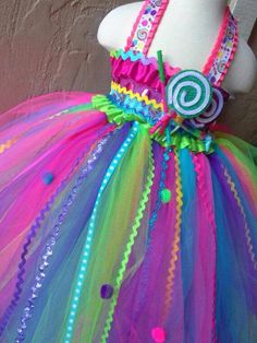 Cuuuuutee!! I HAVE to make this for Oli to wear at her party!!