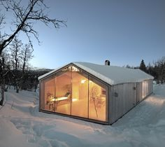 The V-Lodge - The V-Lodge by Reiulf Ramstad Architecture is a year round mountain lodge tucked away in Buskerud, Norway. A large all-year cabin, the lodge is loc. Architecture Durable, Contemporary Architecture, Architecture Design, Timber Cabin, Casas Containers, Modern Barn, Cabin Design, Villa Design, Nordic Design