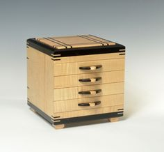 Decorative Boxes : Maple and ebony jewelry chest -Read More – Wooden Jewelry Boxes, Jewellery Boxes, Woodworking Box, Woodworking Projects, Popular Woodworking, Decorative Objects, Decorative Boxes, Carpentry And Joinery, Box Maker