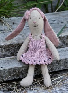 Crochet Hats, Fashion, Scale Model, Knitting Hats, Moda, Fashion Styles, Fashion Illustrations