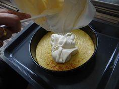 Cheese Cream Low Carb Kuchen Rezept. Masse auf den vorgebackenen Boden geben.