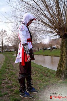 DIY: Assassins Creed 2 Costume (Ezio) on http://www.madebycarlijn.nl/2014/03/diy-assassins-creed-2-costume.html
