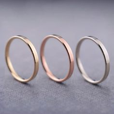 14K Gold Ring 2mm 14k Gold Wedding Band 14k di LilyEmmeJewelry