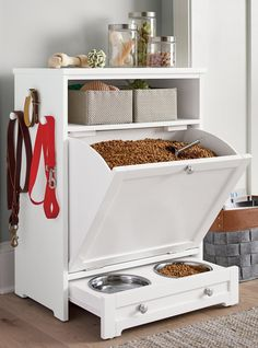 Diy Casa, Dog Rooms, Pet Feeder, Dog Houses, Home Organization, Organizing, Pantry Organisation, Bathroom Closet Organization, Closet Storage