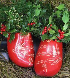 Dutch Shoes - love this setup. Welcome To Christmas, Christmas Card Sayings, Swedish Christmas, Shabby Chic Christmas, Old World Christmas, Merry Little Christmas, Scandinavian Christmas, Christmas Art, Beautiful Christmas