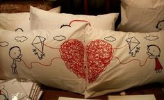 I. WANT. THAT. PILLOW.   .__.