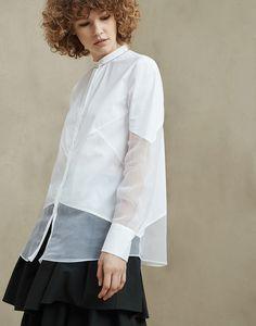 Рубашка Panels из хлопкового стретчевого поплина, муслина «Fluid» и жатого шелка «Crispy» с отделкой «монили»