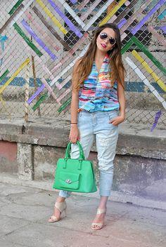 Amparo Zepeda - Almacenes Siman Ripped Jean, Nine West Bag, Jessica Simpson Shoes - 7·04·15