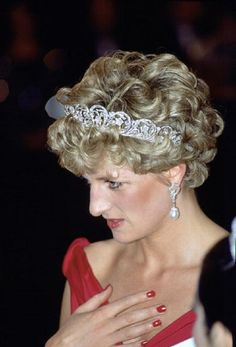 Princess Diana wearing the Spencer Family Tiara in 1992's