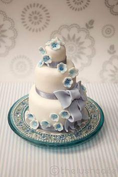 Mini-wedding cake. AWESOME!