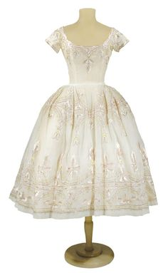 Lanvin Castillo Embroidered Organdy Bouffant Dress French, late Ivory embroidered with pale pink and green silk floss, silver tinsel. Vintage Fashion 1950s, Vintage Gowns, Vintage Couture, Retro Fashion, Vintage Outfits, Vintage Clothing, Club Fashion, Vintage Hats, Dress Vintage