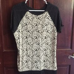 Short sleeve sweater By sanctuary. Good used condition, size tag was cut but fits like a medium Sanctuary Tops