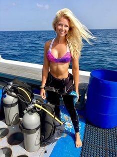 Check out the best place to get your PADI Open Water Diver Certification! The Bahamas is best place to do it - find out what you need to do to get started! Scuba Diving Quotes, Women's Diving, Cave Diving, Diving Logo, Diving Helmet, Bikini Sexy, Bikini Girls, Diving Wetsuits, Scuba Wetsuit