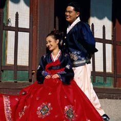 Korean Wedding Traditions Delish.com Keywords: #weddings #jevelweddingplanning Follow Us: www.jevelweddingplanning.com  www.facebook.com/jevelweddingplanning/