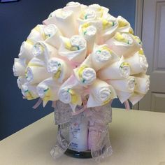 Diaper cakes have become the ultimate baby shower gift over the past few years… Deco Baby Shower, Fiesta Baby Shower, Baby Shower Crafts, Baby Shower Diapers, Baby Crafts, Baby Shower Parties, Baby Boy Shower, Baby Shower Decorations, Baby Party