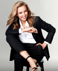 Jodie Comer - The new face of skincare brand Noble Panacea 2020 Famous Girls, Famous Women, Perfect People, Beautiful People, Beautiful Women, Celebrity Outfits, Celebrity Style, Celebrity Gowns, Jodie Comer