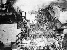 Le prime riprese aree dagli elicotteri il 27 aprile mostrano la terribile entità del disastro nucleare.