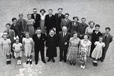 Gezin met 20 kinderen [familie Vroege] te Vianen, 3 mei 1952.
