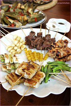 Kushiyaki : skewers of meat and vegetables.