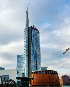 UniTower  #italy #italia #instamilano #beautiful #milan #milano #milanodavedere #lovemilano #citylife #milanocity #picoftheday #bluesky #skyscraper #archilovers #unicreditower #unicreditpavilion #portagaribaldi #portanuova #piazzagaeaulenti #gaeaulenti #torreunicredit #sky #architecture #design by noedigaetano