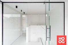 Villaproject Herk-de-Stad - Hoog ■ Exclusieve woon- en tuin inspiratie. Bauhaus, Oversized Mirror, Villa, House, Furniture, Design, Home Decor, Concept, Modern Houses