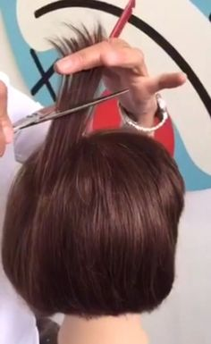 MODERN recently met with KMS California educator Lori Panarello who shares her fantastic TIP OF THE DAY on how to best get volume at the crown: Video of Short Hair Cuts, Short Hair Styles, Razor Cut Hair, Beard Trend, Hair Cutting Techniques, Tip Of The Day, Great Hair, Textured Hair, Bob Hairstyles