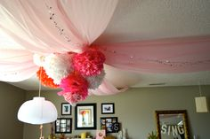 Get lots of drama with minimal effort with this huge impact ceiling pouf for your party – it's really easy!