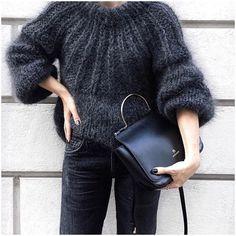 Black knit by Joy Adams - pic from 🖤 - Sweaters Looks Street Style, Looks Style, Mode Crochet, Knit Crochet, Knit Fashion, Look Fashion, Autumn Fashion, Cardigans Crochet, Gros Pull Mohair