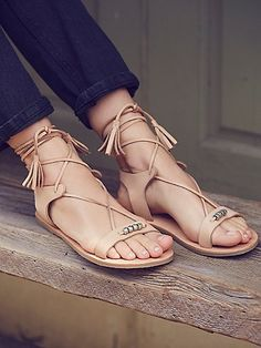 These easy boho sandals are featured in a soft leather with subtle metal bead accents.