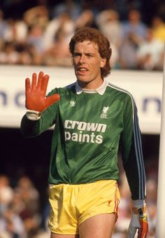 Mike Hooper of Liverpool gives instructions during the Today League Division One match between Southampton and Liverpool at The Dell on September 1986 in Southampton, England. Retro Football, Football Shirts, Liverpool Football Club, Liverpool Fc, Goalkeeper, Southampton, Kicks, Soccer, Division