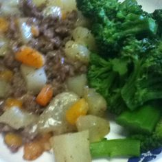 Moms latest concoction ground beef casserole yum! Ground Beef Casserole, Beef Recipes, Mashed Potatoes, Ethnic Recipes, Food, Meat Recipes, Whipped Potatoes, Smash Potatoes, Meals
