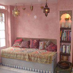 Moroccan style pink - Bohemian Home Diy Moroccan Design, Moroccan Decor, Moroccan Style, Moroccan Bedroom, Moroccan Lanterns, Small Bookcase, Bookshelves, Bohemian Interior, Bohemian Bedrooms
