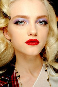 Light purple eyes + red lips should clash but this is one of my favorite combinations! Thank u Chanel for putting this look on the runway xoxo