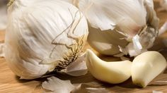 10 foods that make you smell — Scientifically, this boils down to the way your body metabolizes the stinky sulfur compounds found in many foods like garlic, cumin, and asparagus. Vegetarians' body odor was found to be much more appealing than the meat-eaters'. The aromas of spices such as curry and cumin can make a home for themselves in your pores, and stew for days at a time. The sulfur in Cruciferous Vegetables (Broccoli, Cabbage, Brussels Sprouts) is responsible for the rotten-egg smell…