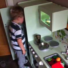 Let's have a look what we can cook! Wooden Play Kitchen, Diy Kitchen, Pretend Play, Diy Toys, Cool Stuff, Stuff To Buy, Microwave, Kitchens, Join