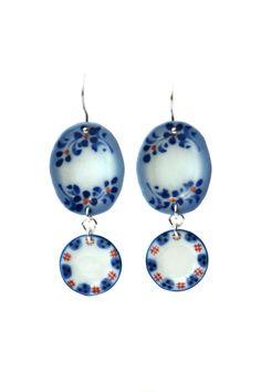 'Loving Old', earrings, 2013, silver, porcelain. Made by Malou Paul. www.maloupaul.nl