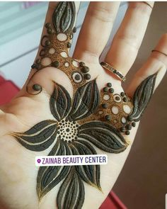 Image may contain: one or more peopl Modern Henna Designs, Floral Henna Designs, Henna Designs Feet, Finger Henna Designs, Arabic Henna Designs, Indian Mehndi Designs, Mehndi Designs 2018, Mehndi Designs For Girls, Mehndi Design Pictures