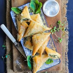 This Greek-style Spinach & Feta Phyllo triangles recipe creates such a fabulous combo and wins the crowd-pleasing votes every time. Greek Recipes, Light Recipes, Healthy Family Meals, Healthy Snacks, Greek Appetizers, Greek Dinners, Spinach And Feta, Triangles, Finger Foods