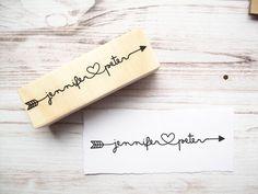 Pfeil-Stempel mit Namen und Herz - personalisierte Tribal, rustikal, Cupid verbinden