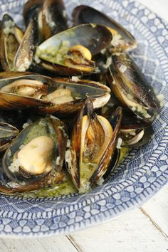 Mussels     500gms of fresh mussels in the shell     1 shallot, 1/4 of an onion or a few spring onions finely chopped (optional)     2 Tbs of butter (aprox)     3/4 cup of dry white wine     2 heaped Tbs of parsley pesto     splash of cream (optional)