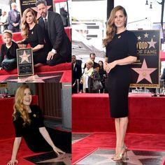 Usando um elegante vestido @Armani e sandálias @louboutinworld #AmyAdams inaugurou ontem sua estrela na Calçada da Fama em #Hollywood! A atriz contou com a presença da filha, Aviana, e o marido, Darren Le Gallo, na cerimônia! ✨✨