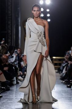 8b113257153 Elie Saab  ELIE SAAB SPRING SUMMER 2019 HAUTE COUTURE FASHION SHOW Photo  4  Elie