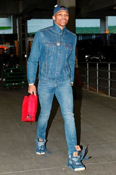 82 Flavors of Russell Westbrook - Every outfit the Oklahoma City Thunder star wore in 2000 Fashion Trends, Nba Fashion, Big Men Fashion, Suit Fashion, Fashion Guide, Westbrook Fashion, Westbrook Outfits, Russell Westbrook, Westbrook Okc